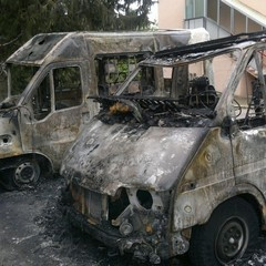 Incendio Serra Venerdì ambulanza camper e auto