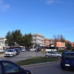 Parcheggi indiscriminati al mercato rionale