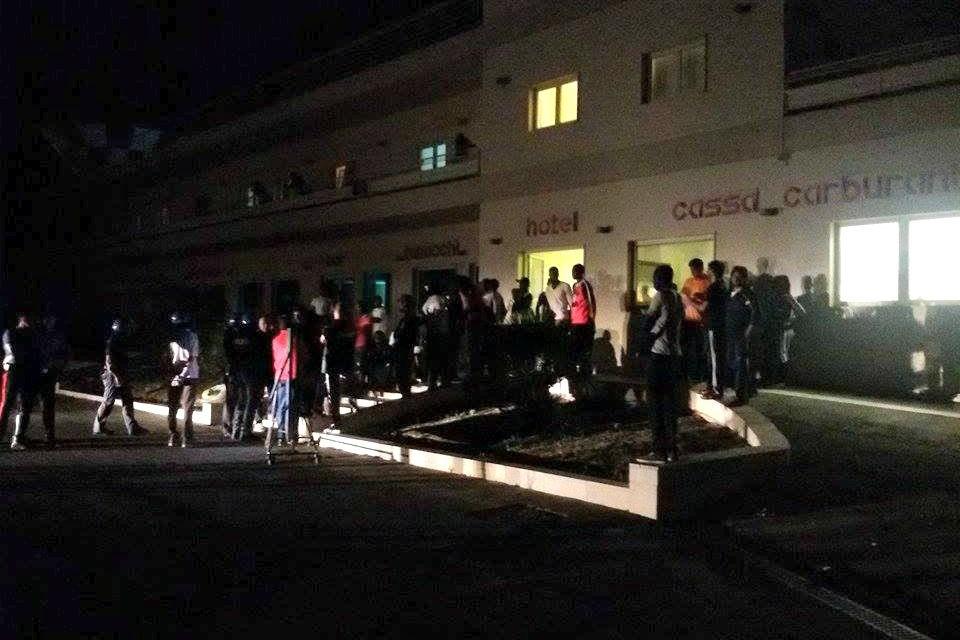 Protesta extracomunitari ospiti del CARA
