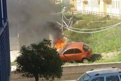 Auto in fiamme a San Giacomo