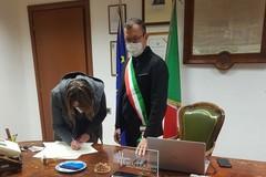 Copia della Costituzione e bandiera per i nuovi italiani