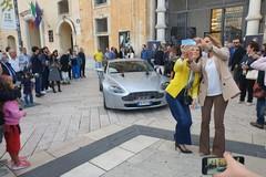 In piazza l'auto e la moto dell'inseguimento a James Bond