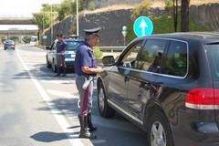 Sicurezza stradale, giro di vite per azioni scorrette come l'uso del cellulare