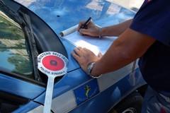 Si sostituisce al candidato nelle prove per fargli ottenere la patente, in due denunciati dalla Polizia