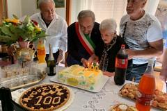 Gli auguri del sindaco ad una centenaria