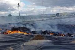 Lieve incendio alla discarica La Martella