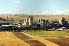 No all'incenerimento dei rifiuti ma resta aperta la questione Italcementi