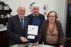 Targa de La Scaletta per i 90 anni di Michele De Ruggieri