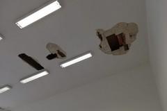 Cadono calcinacci da soffitto, chiuso un plesso scolastico