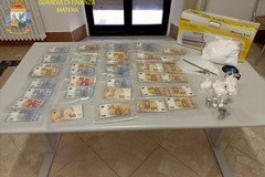 In casa nascondeva cocaina e 30mila euro in contanti, arrestato