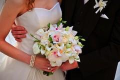 Vietato lanciare coriandoli ai matrimoni