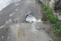Manutenzione delle strade, il Comune si difende