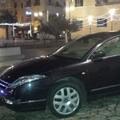 Auto parcheggia in piazza Vittorio Veneto