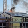 Incendio nel cantiere della scuola Bramante