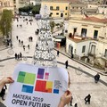Matera2019: si distribuiscono le bandiere per la festa finale