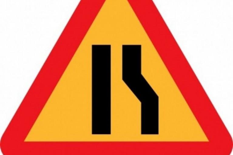 cartello stradale restringimento corsia