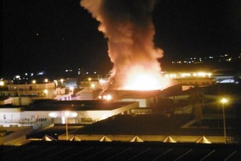 incendio azienda Raro