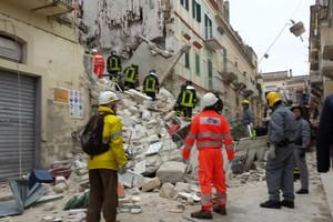 Crolla palazzo nei Sassi