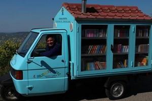 Il maestro La Cava e il Bibliomotocarro