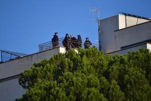 Imprenditore minaccia di darsi fuoco sul tetto dell'Ater
