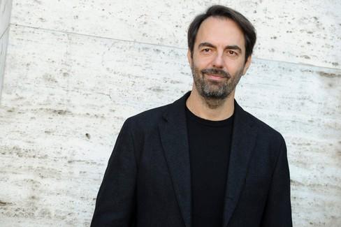 Per Matera in musica Neri Marcorè canta Fabrizio De Andrè