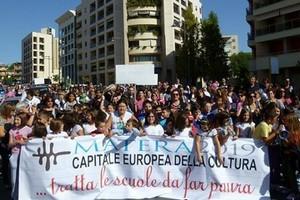 Protesta scuola via Bramante