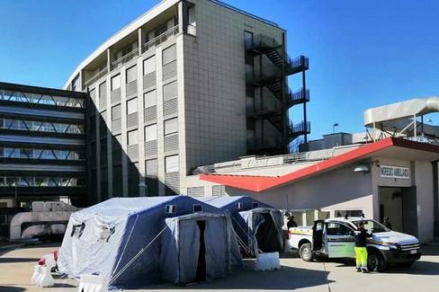 Tenda all'ospedale di Matera - Foto Protezione civile Nov