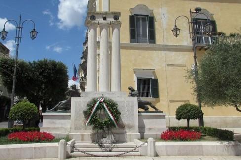 monumento ai caduti -Piazza Vittorio Veneto