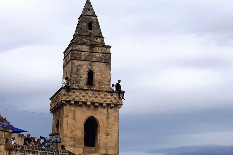 Persone sul campanile - foto Fondazione Sassi