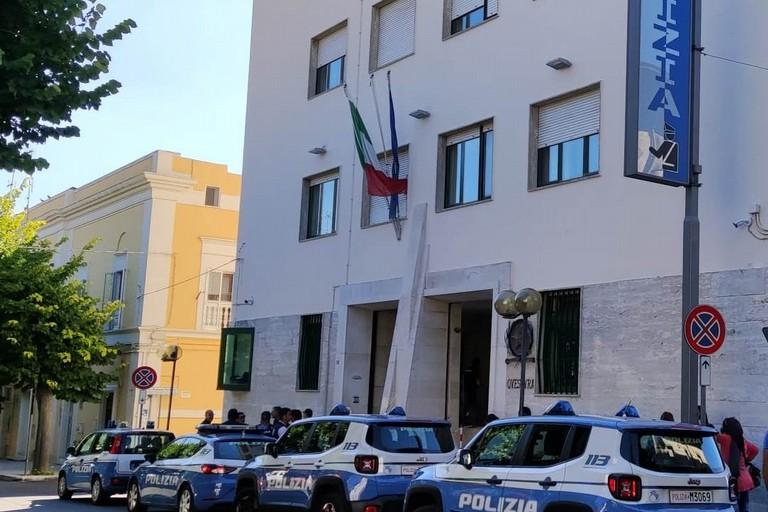 Maltrattamenti a compagna e bambina, arrestato dalla Polizia