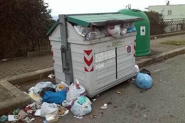 """Raccolta rifiuti, """"organizzazione pessima"""""""