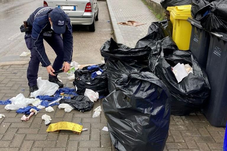 rifiuti abbandonati- controllo Polizia Locale