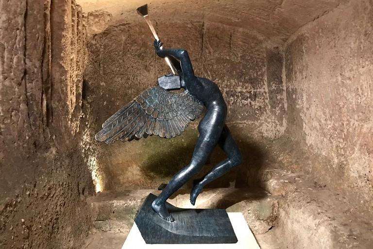Scultura di Salvador Dalì esposta a Matera