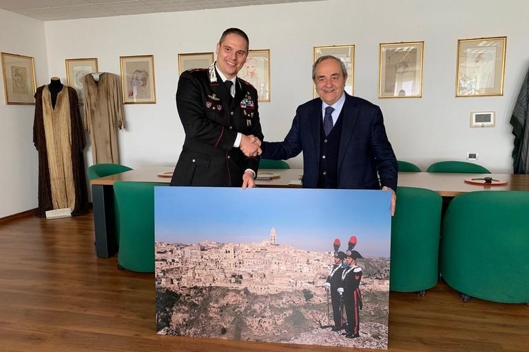 sindaco  incontra carabinieri