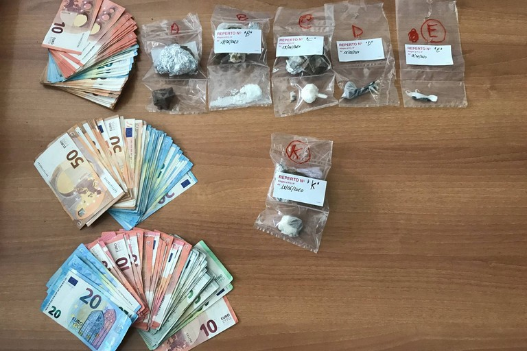 Acquista eroina e cocaina da spacciare, materano in manette